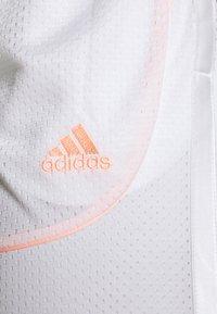 adidas Performance - PRIMEGREEN BASKETBALL SHORTS - Krótkie spodenki sportowe - white - 6
