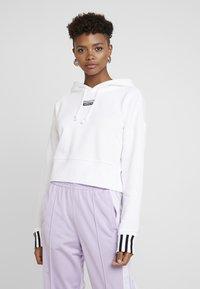 adidas Originals - CROP HOOD - Bluza z kapturem - white - 0