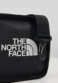 The North Face - EXPLORE BARDU UNISEX - Across body bag - black/white - 7