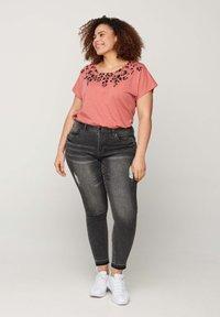 Zizzi - Print T-shirt - rose - 1