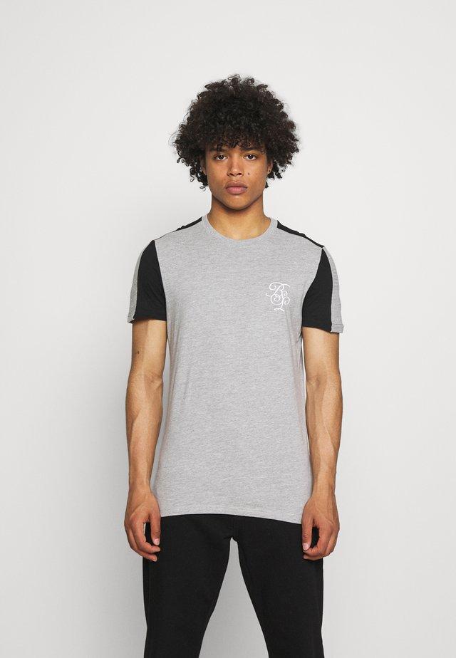 KAVALA - Print T-shirt - light grey marl/jet black