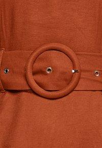 Glamorous Petite - Denní šaty - rust - 6