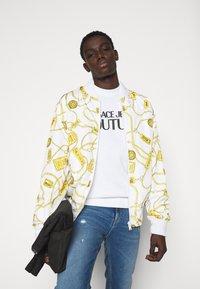Versace Jeans Couture - FELPA - Sweatshirt - white - 3