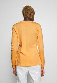 Nike Sportswear - TEE ICON - Topper langermet - topaz gold - 2