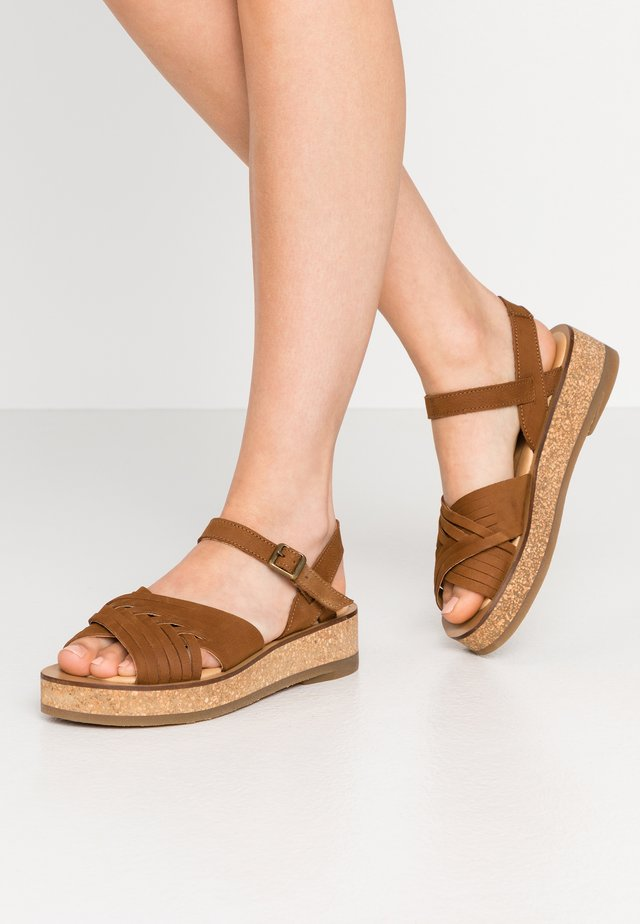 TÜLBEND - Korkeakorkoiset sandaalit - wood