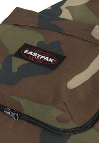 Eastpak - TRAVELL - Rucksack - camo - 5