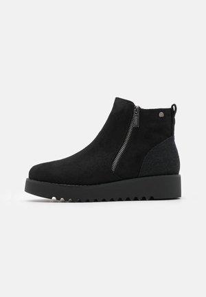 NEW SCHOOL - Kotníkové boty na platformě - black