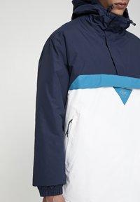 PULL&BEAR - JACKE MIT BAUCHTASCHE UND PATCH MIT LOGO 09716527 - Windbreaker - royal blue - 5