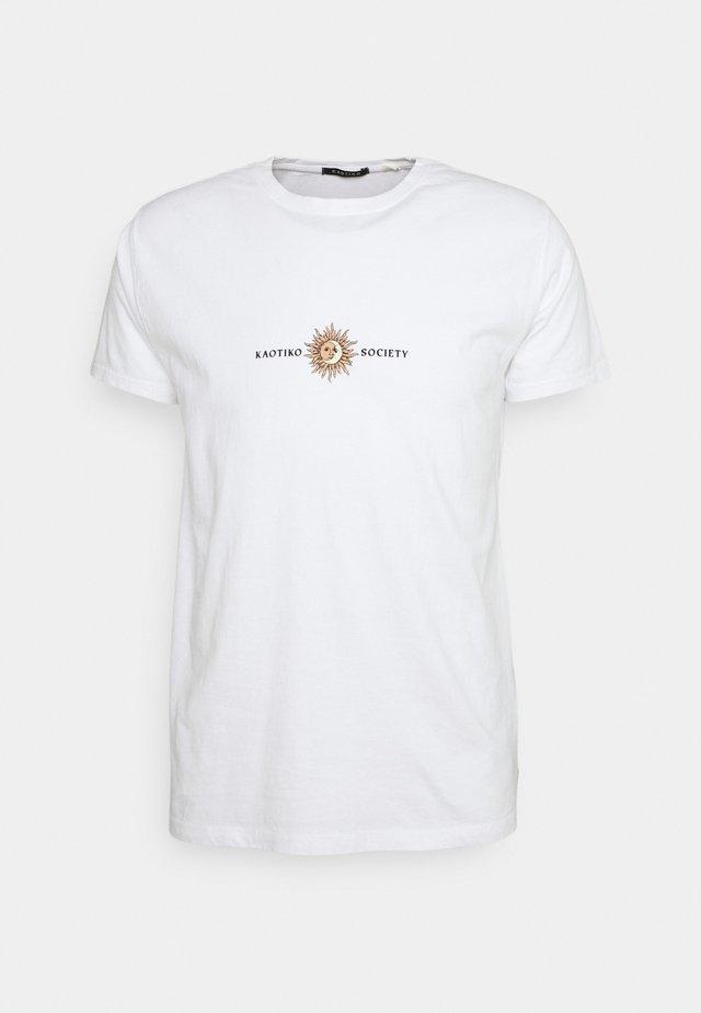 SUN WASHED - Print T-shirt - white