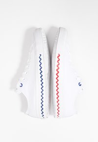 Converse - CHUCK TAYLOR ALL STAR - Trainers - white/university red/rush blue - 7