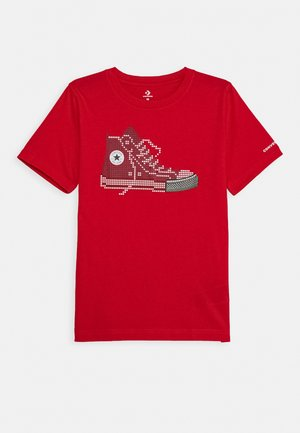 PIXEL CHUCK TEE - T-shirt z nadrukiem - university red