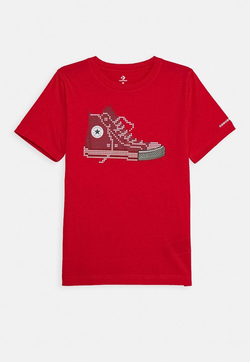 Converse - PIXEL CHUCK TEE - Print T-shirt - university red