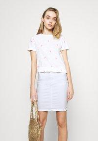 Pieces - PCLILI SKIRT  - Denim skirt - bright white - 3