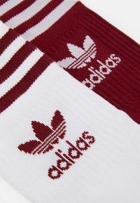 adidas Originals - MID CUT UNISEX 3 PACK - Socks - white/red/bordeaux - 1
