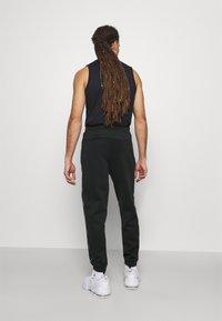 Ellesse - ROMFORD - Pantalones deportivos - black - 2