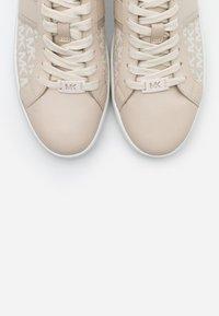 MICHAEL Michael Kors - KEATON - Sneakers laag - light sand - 6