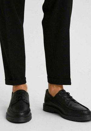 Boat shoes - black
