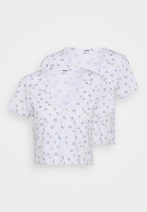 JANET BUTTON THROUGH SHORT SLEEVE 2 PACK - T-shirt z nadrukiem - nola daisy white