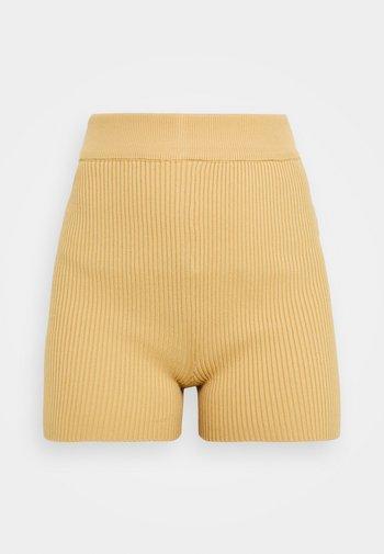 IT ITEM  - Shorts - camel