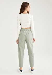 DeFacto - Relaxed fit jeans - green - 2