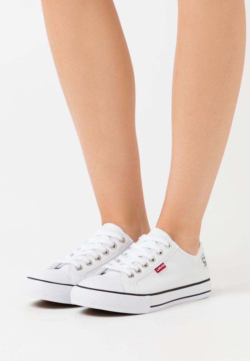 Levi's® - STAN BUCK LADY - Sneakers basse - brilliant white