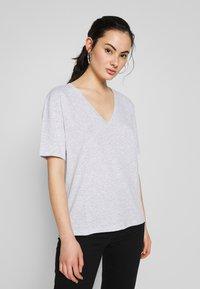 Weekday - LAST VNECK - T-shirts - grey melange - 0