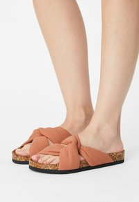 ONLY SHOES - ONLMAXI CROSSOVER - Pantofle - pink - 0