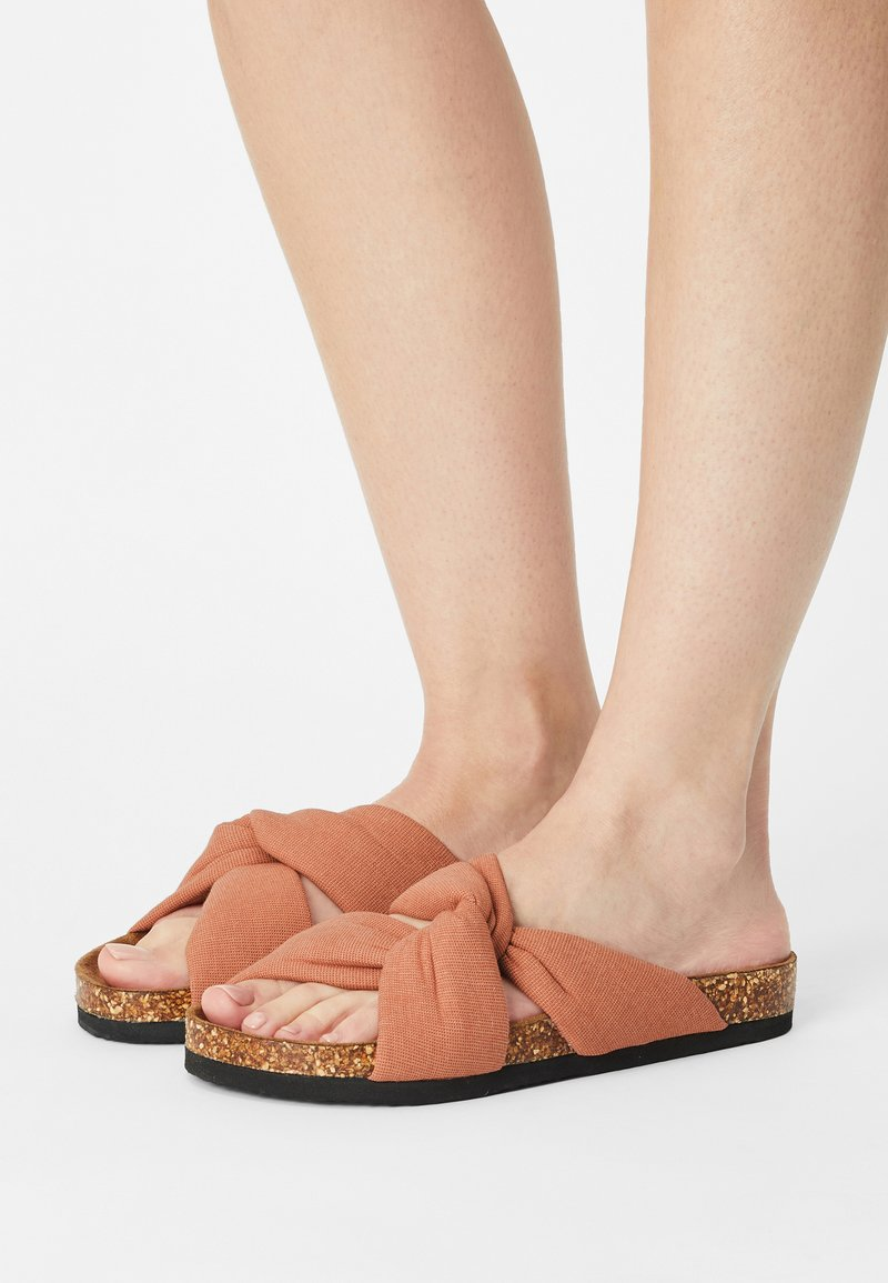 ONLY SHOES - ONLMAXI CROSSOVER - Pantofle - pink