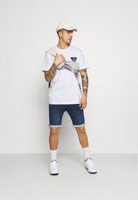 Brave Soul - SCALE - Print T-shirt - white - 1