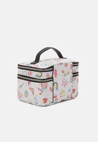 PARFOIS - MULTIPURPOSE PURSE VALENTINE XL - Kosmetická taška - white - 1