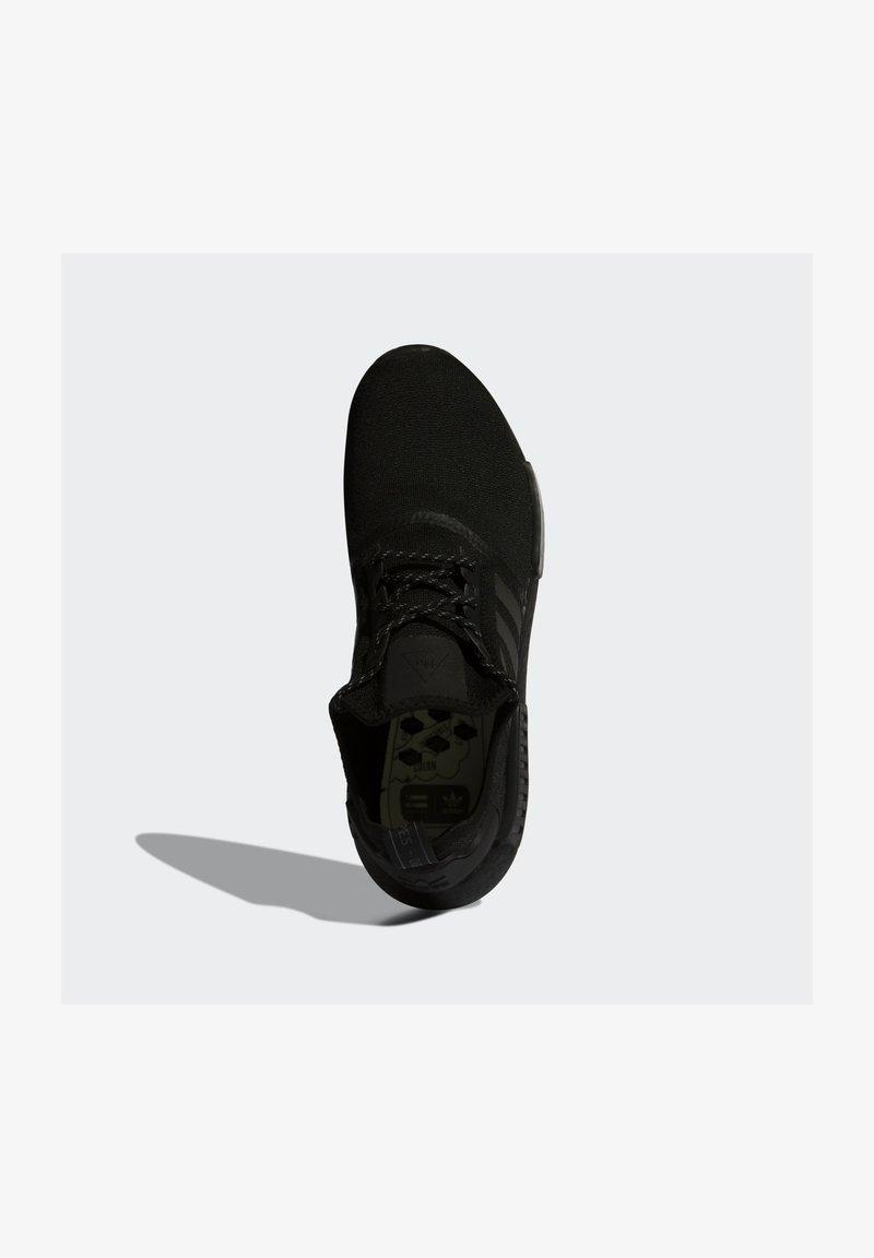 adidas Originals - PHARRELL WILLIAMS NMD_R1 - Joggesko - core black