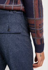 J.CREW - MILITARY CAMP PANT - Trousers - railroad navy - 3