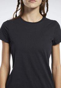 Reebok - LOGO TEE - T-shirt z nadrukiem - black - 3