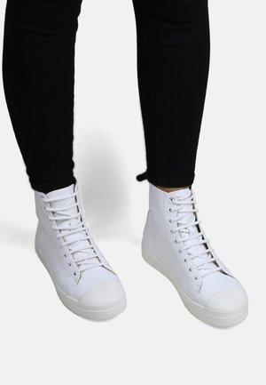 COURT HIGH TOP - Vysoké tenisky - white