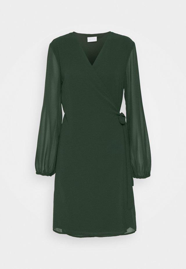 VIWINNIE TIE WRAP DRESS - Vapaa-ajan mekko - pine grove