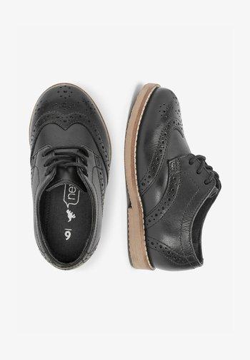 TAN LEATHER BROGUES (YOUNGER) - Elegantní šněrovací boty - black