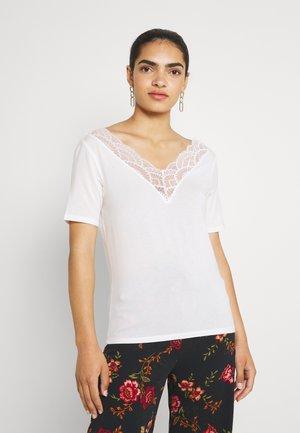 VMAVA  V NECK - Camiseta estampada - snow white