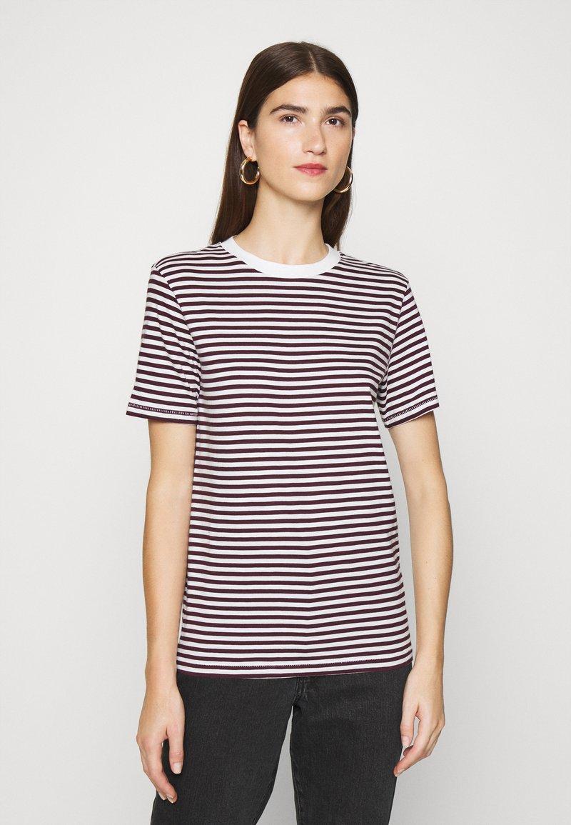 Selected Femme - PERFECT BOX CUT - Print T-shirt - winetasting/snow white