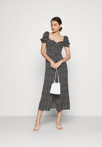 Glamorous - GATHERED BUST MAI DRESSES WITH LOW NECKLINE PUFF SHORT SLEEVES - Denní šaty - black - 1