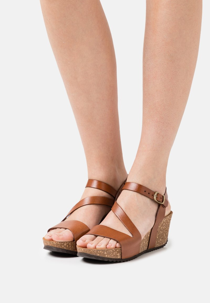 Grand Step Shoes - JILL - Platform sandals - whisky