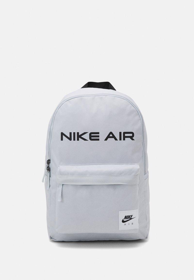 Nike Sportswear - HERITAGE UNISEX - Rucksack - photon dust/black