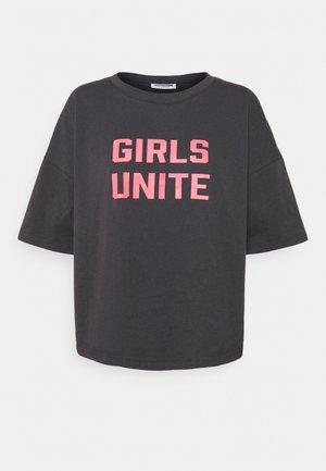 NMAMY UNITE - Print T-shirt - obsidian