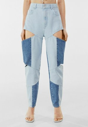 MIT CUT-OUTS UND KONTRASTFARBE  - Straight leg jeans - blue denim
