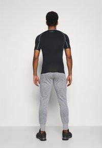 Jack & Jones Performance - JCOZHALF TAPE  - Pantalon de survêtement - light grey melange - 2