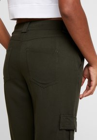 ONLY - ONLLEA CARGO PANT - Trousers - kalamata - 5