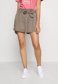 Superdry - DESERT PAPER BAG - Shorts - bungee cord - 0