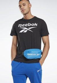 Reebok - TRAINING ESSENTIALS WAIST BAG - Bum bag - blue - 1