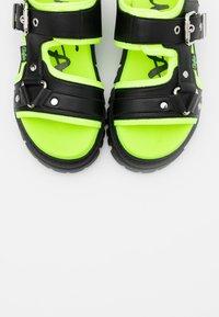 Buffalo - JORJA - Sandály na platformě - black/neon - 5