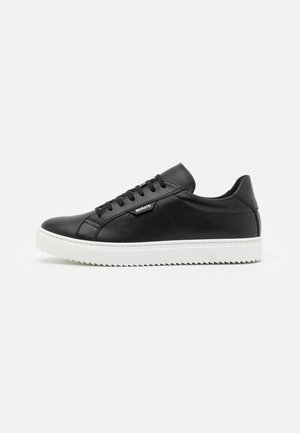 DULL SPIKE AND 3D LOGO PATCH - Zapatillas - black