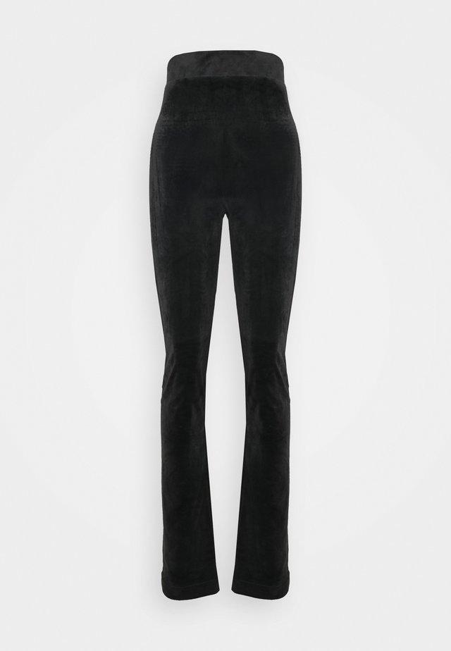 FREYA - Pantaloni sportivi - black